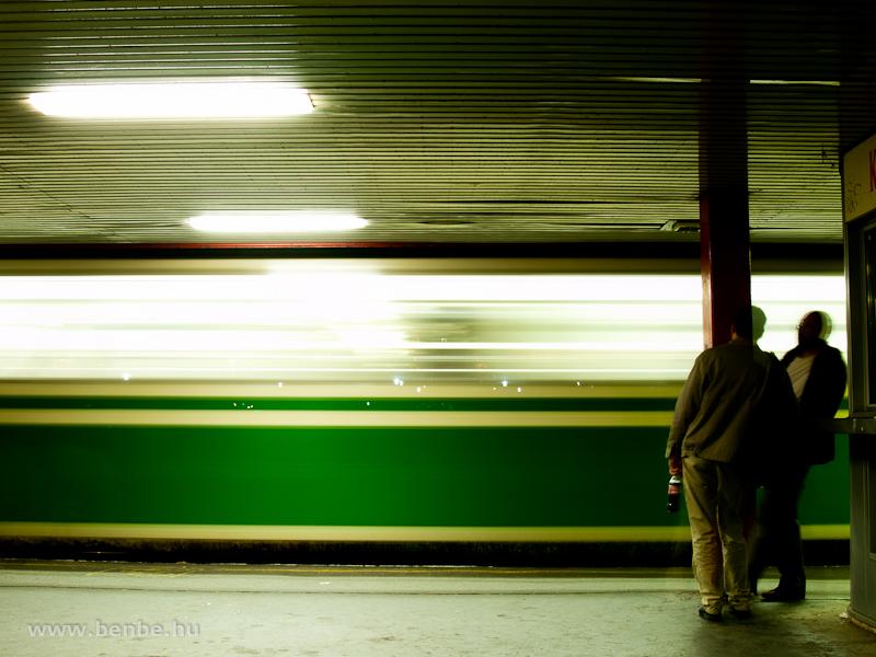 Várakozás – Békásmegyer-Pünkösdfürdő állomás fotó