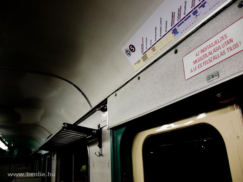 A szentendrei vonal matricája az MIX/A 831 ajtaja fölött fotó