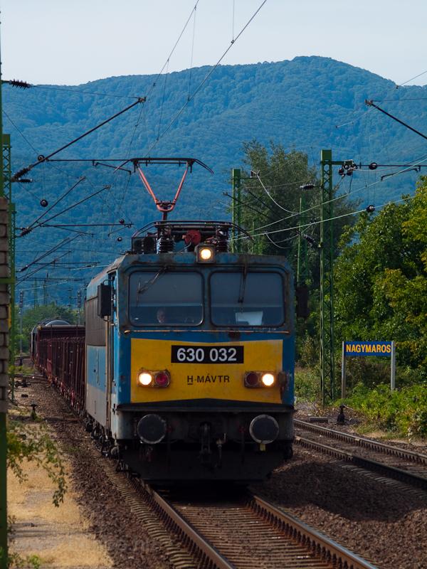 A 630 032 pályaszámú Gigant (ex V63 032) Nagymaros állomáson halad át egy tehervonattal – aznap ezzel az egy teherrel találkoztunk Vác és Párkány-Nána között fotó