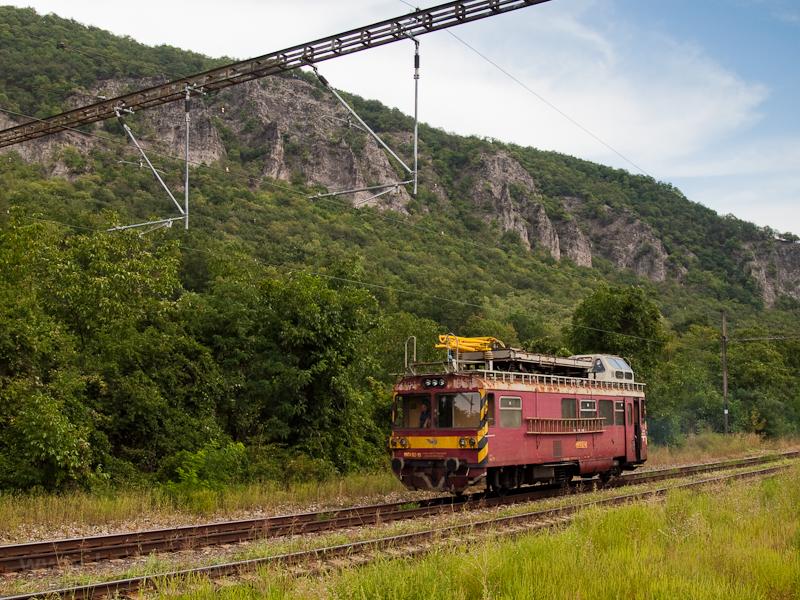 The MVTV 02-10 is seen at Garamkövesd station photo