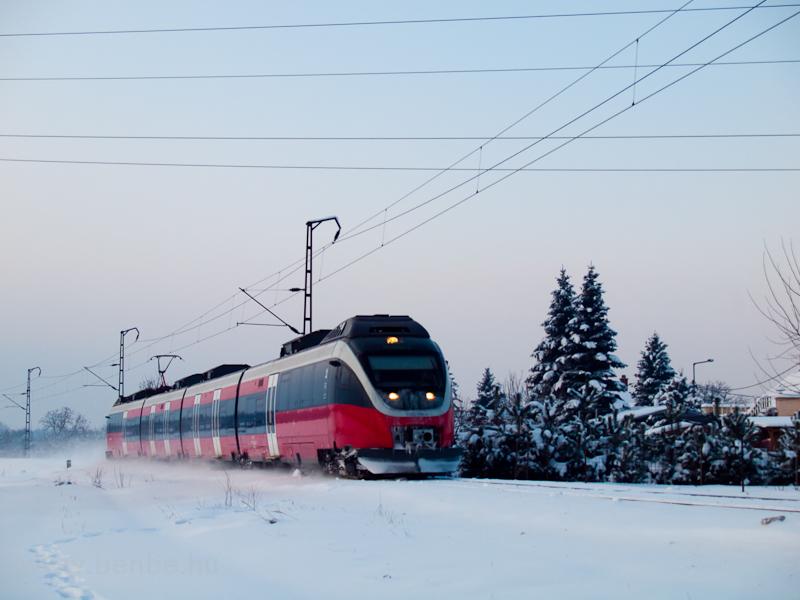 Az 5342 006-3 pályaszámú Bombardier Talent Környe állomás és Bánhida megállóhely között fotó