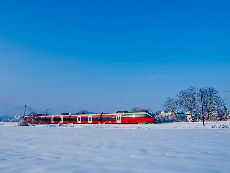 Az 5342 006-3 pályaszámú Bombardier Talent Oroszlány és Kecskéd alsó megállóhelyek között fotó