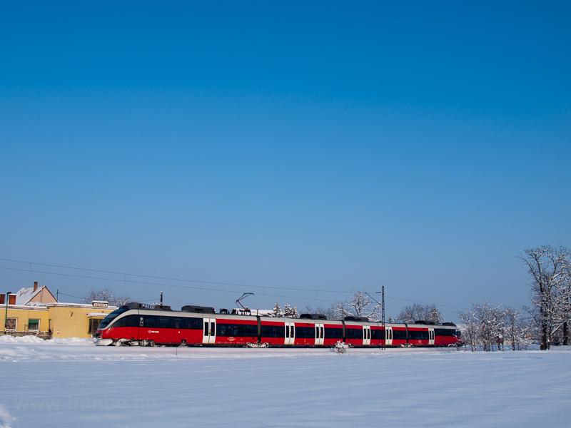 Az 5342 006-3 pályaszámú Bombardier Talent Kecskéd alsón fotó