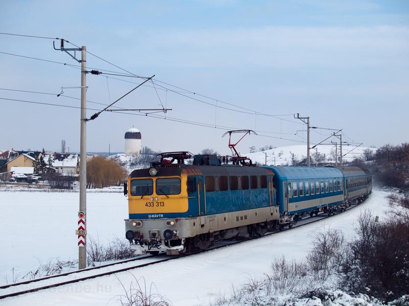 A MÁV-TR 433 313 (ex-V43 3313) Öskü és Hajmáskér-Újtelep között fotó