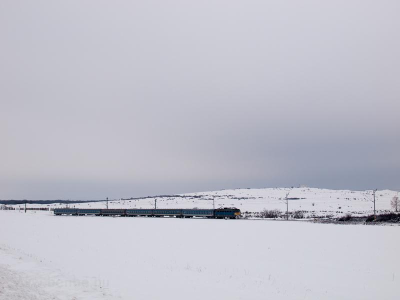 Ismeretlen klasszik V43-as (az új 431 sorozat) halad a pesti gyorssal Hajmáskér-Újtelep és Öskü között fotó