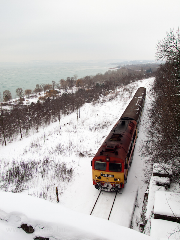 The 418 313 is seen at Balatonakarattya photo
