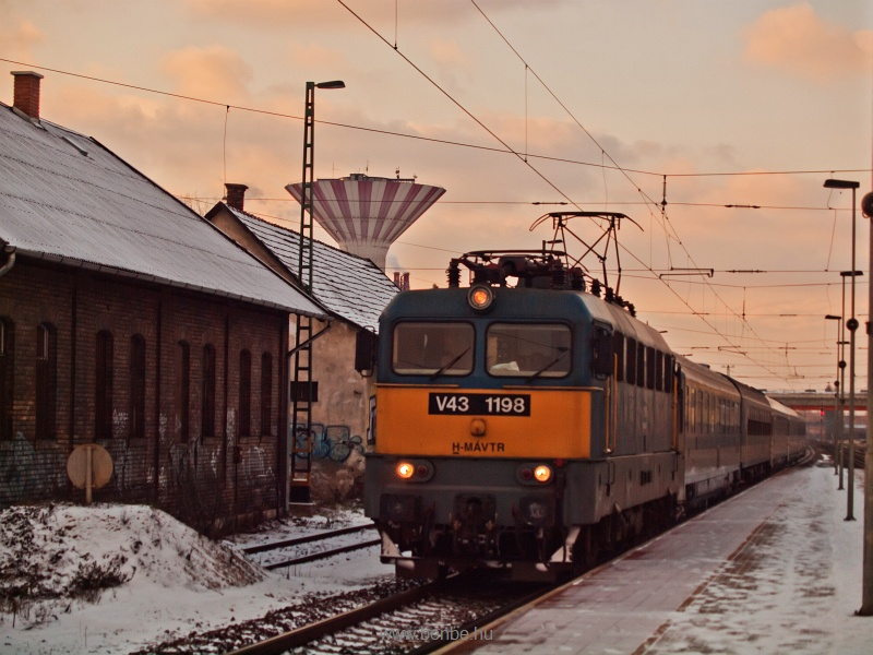 The V43 1198 at Pestlőrinc photo