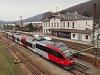 Az ÖBB 4024 129-1 várakozik egy gyorsvonat elhaladására Unter Purkersdorfban