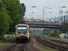 A M�V-START BDVmot 013-as motorvonata �s az egyes villamos Budapest-Nyugati �s R�kosrendező k�z�tt