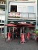 <q>Fast Food Njam Njam</q> gyorsétterem (és fölötte fitness-studió) Kaproncán