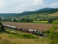 The M44 209 prototype BoBo is hauling the historic train from Esztergom to Budapest between Solymár and Üröm