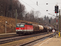 The ÖBB 1144 284 is hauling a freight train at Rekawinkel