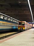 A MÁV-START 6341 019-5 pályaszámú Uzsgyija éjjel a Nyugati pályaudvaron a Westend parkolója alatt