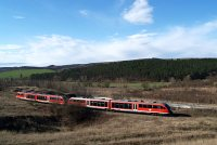 A pair of Desiro railcars between Pilisj�szfalu and Piliscs�v