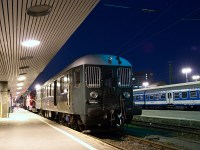 The Bbmot 640 is seen at Budapest-Déli in the blue hour