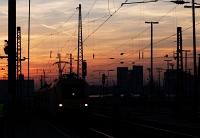 A MÁV-TR 1047 010-2 (tervezett új száma szerint 91 55 0470 010-2) Taurus Budapest-Keleti pályaudvaron a Nagykáta-Budapest hajnali személyvonattal