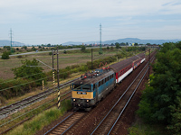 The M�V-TR 431 153 is hauling a domestic Slovakian stopping train near P�rk�ny-N�na