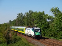 A GYSEV 1047 503-6 <q>Liszt Ferenc</q> lokomotív Vértessz&#337;l&#337;s és Tatabánya között egy InterCity vonattal