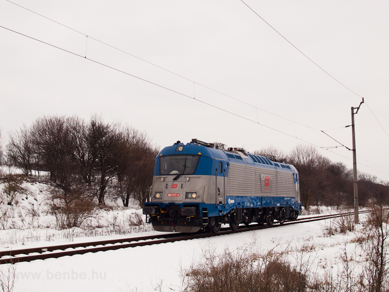 The ČD 380 017-4 multi-system electric locomotive is undergoing its test runs in Hungary – photo taken on line 77 between Váckisújfalu and Galgamácsa photo
