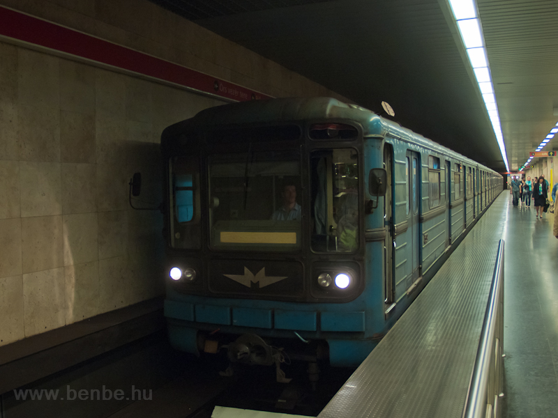 A type 81-717 metro at Stad photo