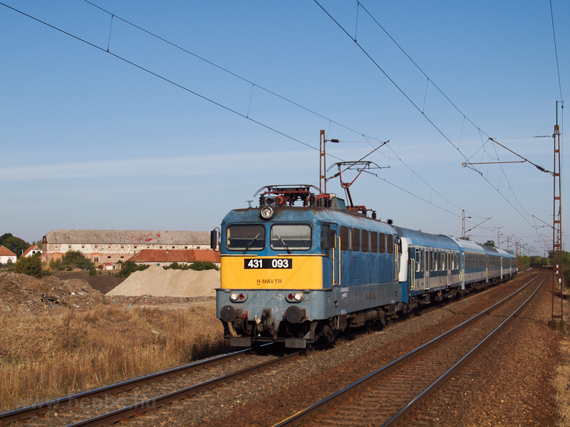 The 431 093 at Szihalom photo