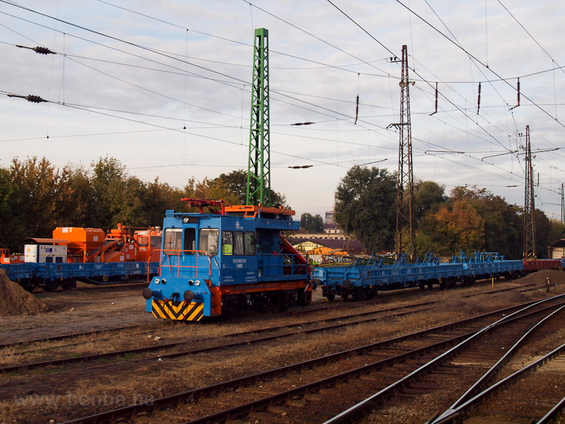 Catenary maintenance vehicl photo