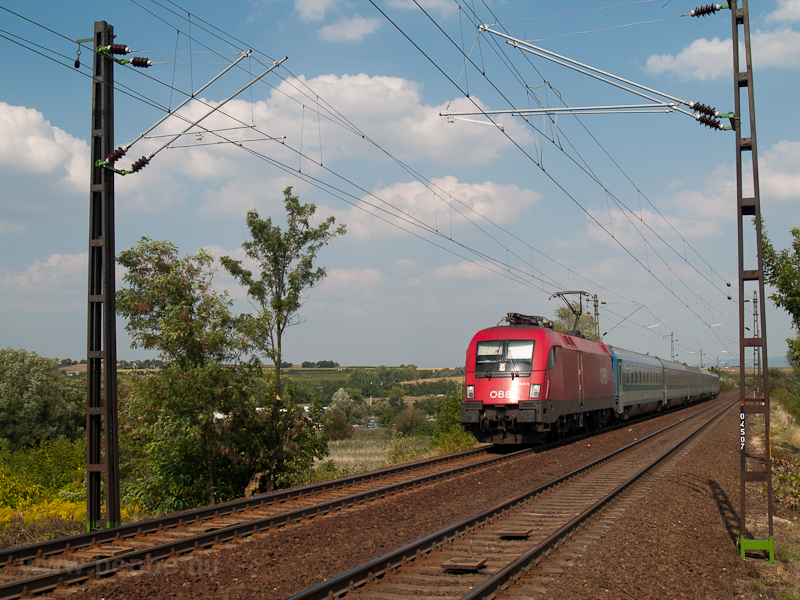 The ÖBB 1116 009-0 is seen  photo