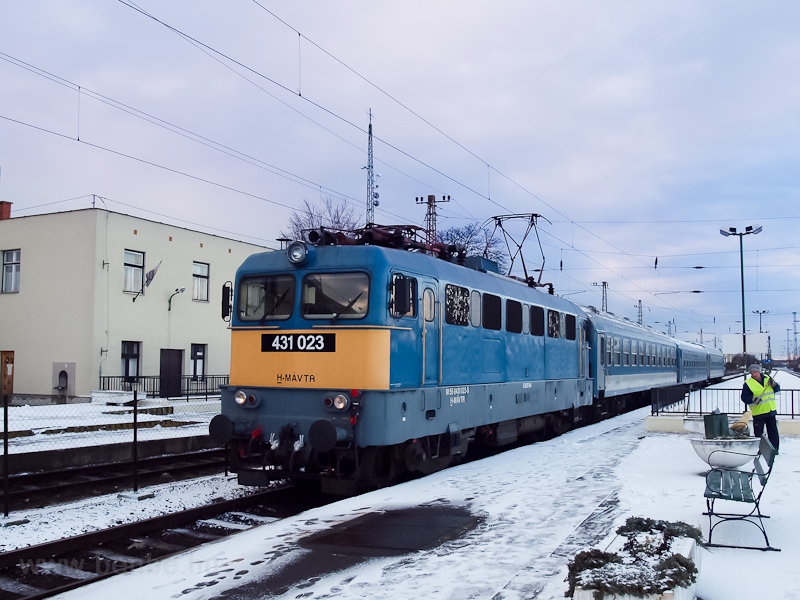 The 431 023 seen at Füzesab photo