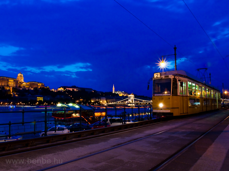 Blue hour at Vigadó tér: a  photo