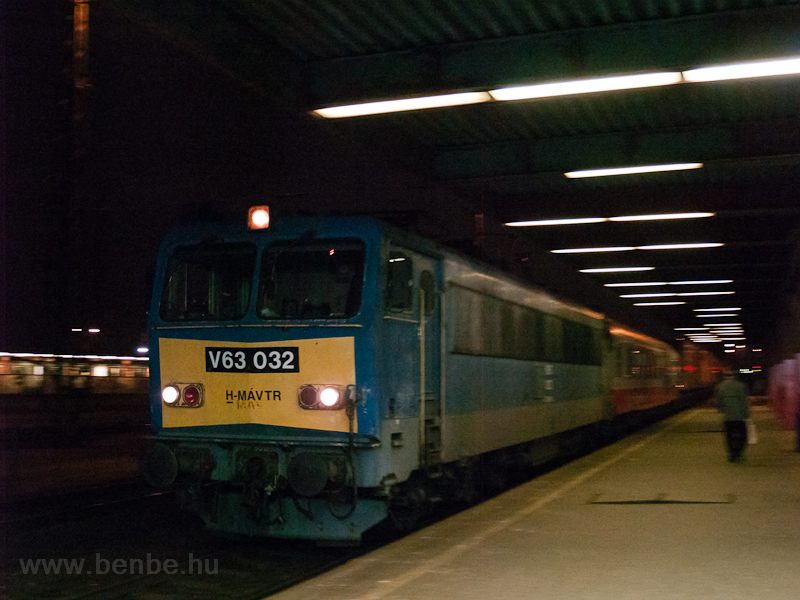 The V63 032 seen hauling a  picture