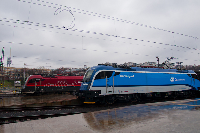 The two ÖBB railjet Taurus- picture