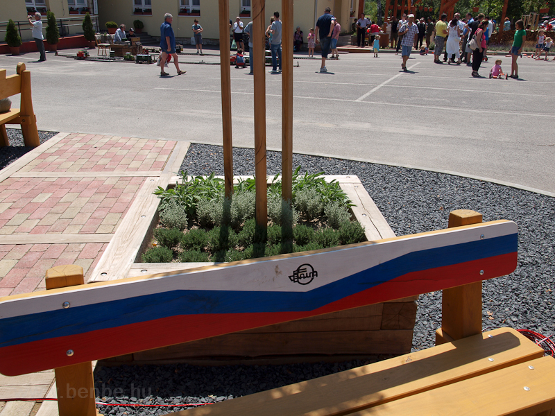 Benches painted in the live photo