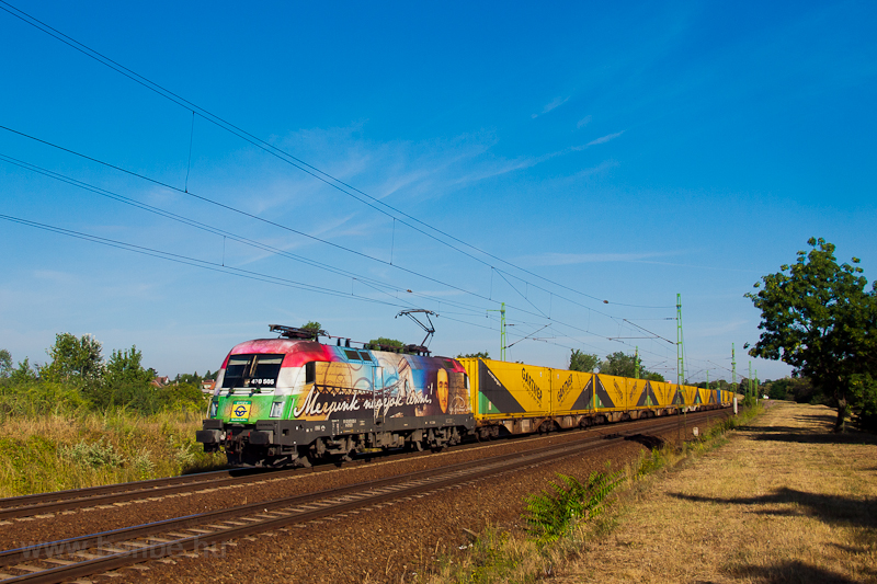 The GYSEV 1047 505 is seen hauling the Gartner container train by Szemeretelep photo