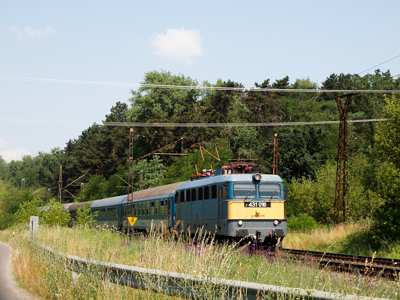 The 431 016 seen at Gödöll& photo