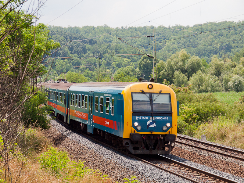 The 8005 445 seen at Isasze photo