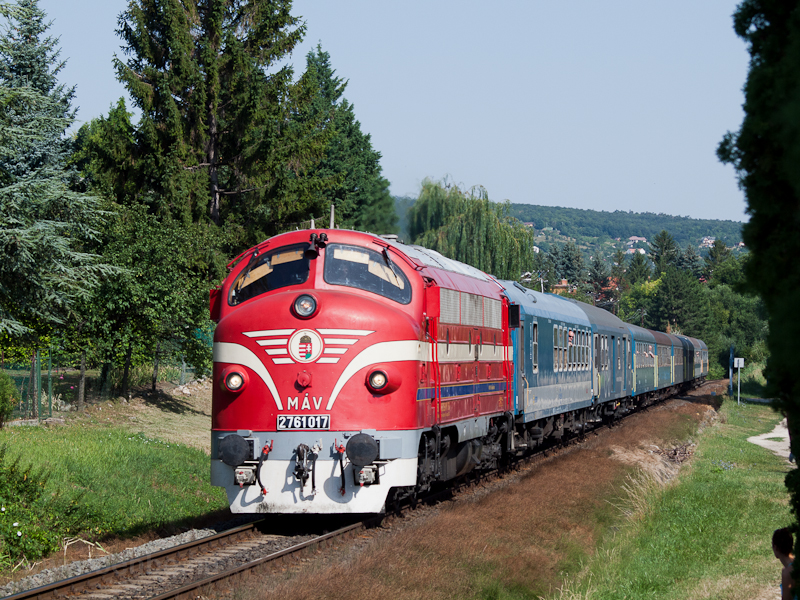 The MÁV-PMLI 2761 017 seen between Balatonfüzfö and Balatonalmádi photo