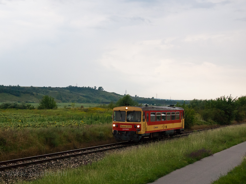 The Bzmot 252 seen between  photo