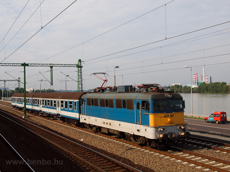 The MÁV-START 431 181 seen  photo