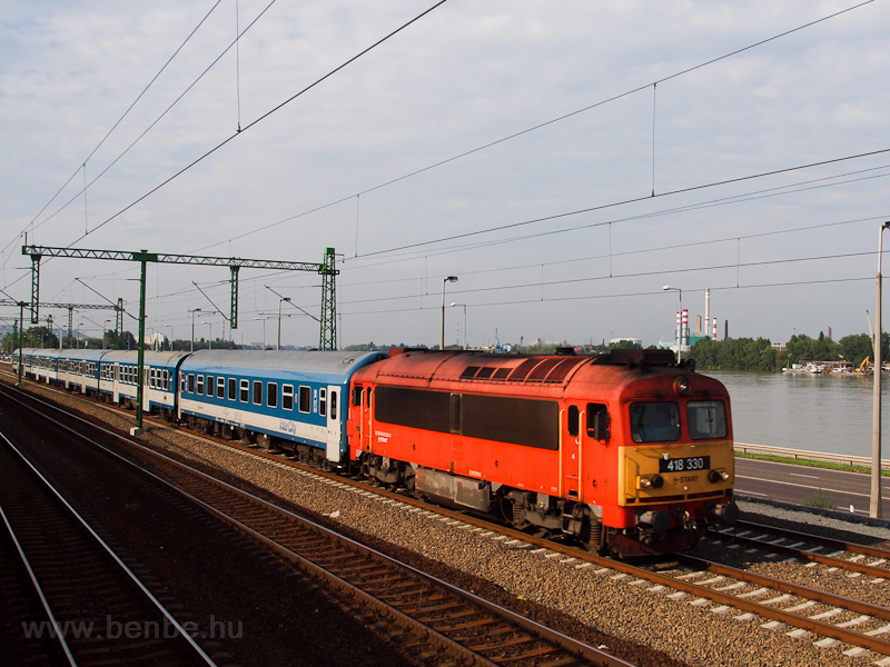 The MÁV-START 418 330 seen  photo