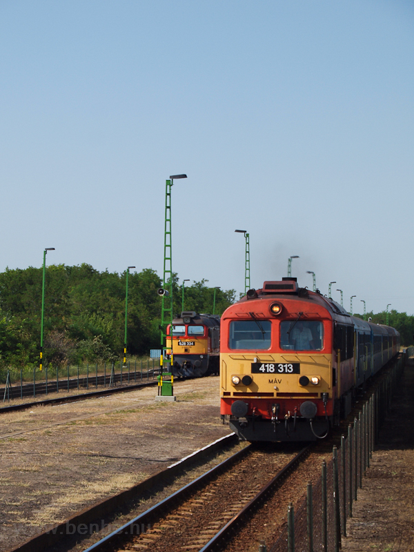 The 418 313 and the 628 334 photo