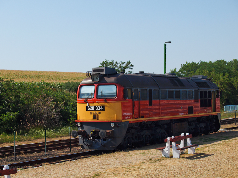 The MÁV-TR 628 334 acts as  photo