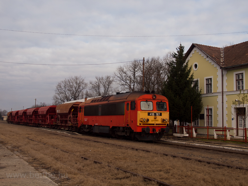 The 418 187 seen at Szécsén photo