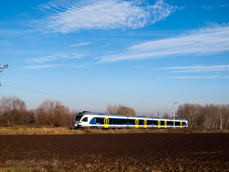The MÁV-START 415 072 seen  photo