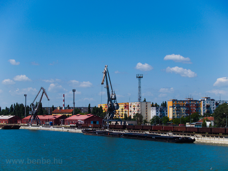 Komárom docks photo