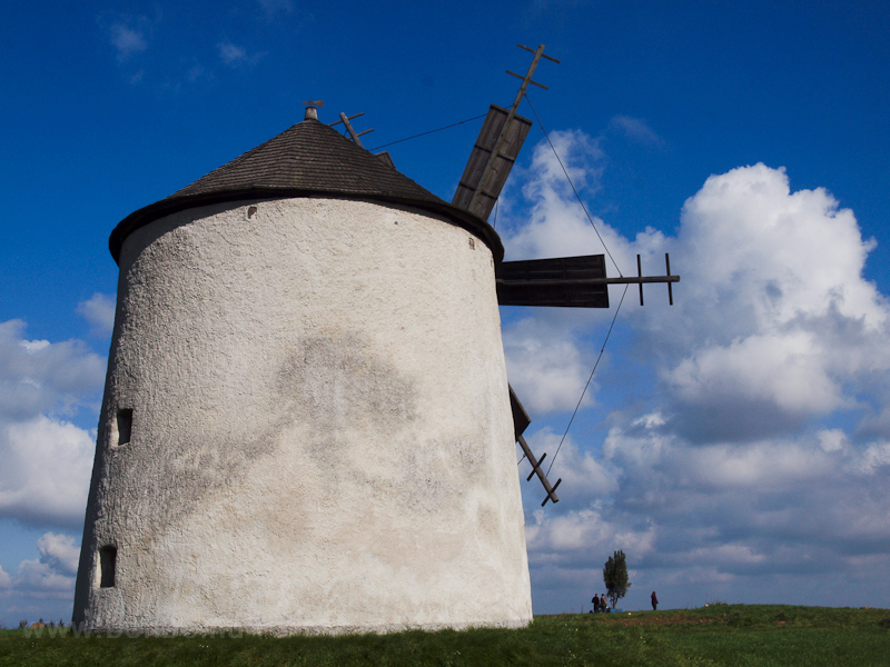 The new windmill at Tés photo