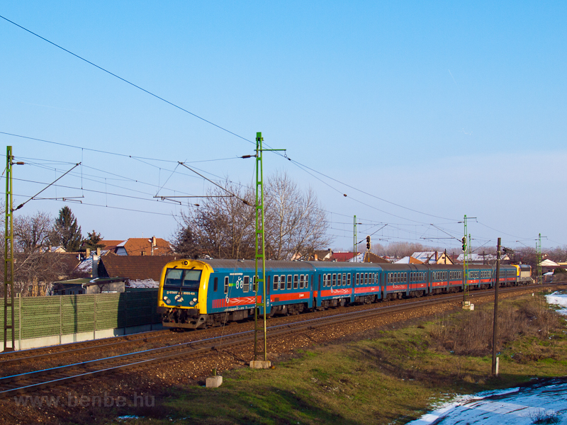The 8005 451 seen near Vecs photo