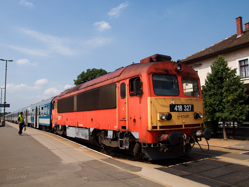 The MÁV-START 418 327 seen  photo