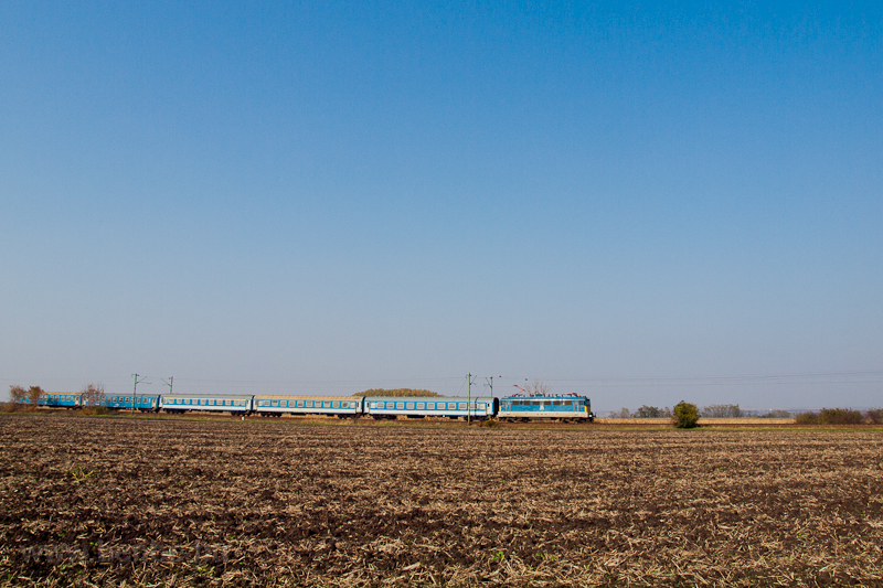 A fast train near Hort-Csán photo