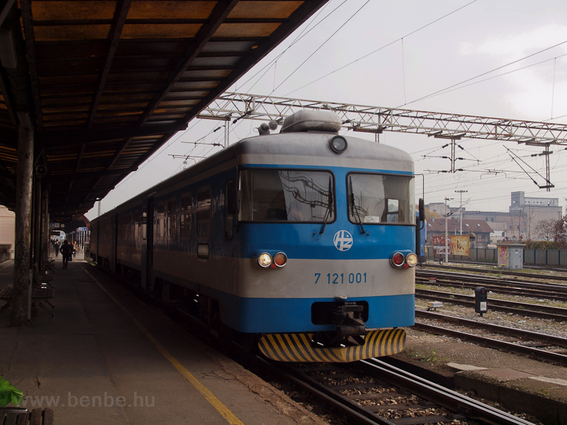 The HŽ 7 121 001 seen  photo