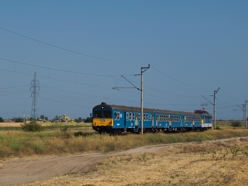 The BDt 337 seen between Dé photo